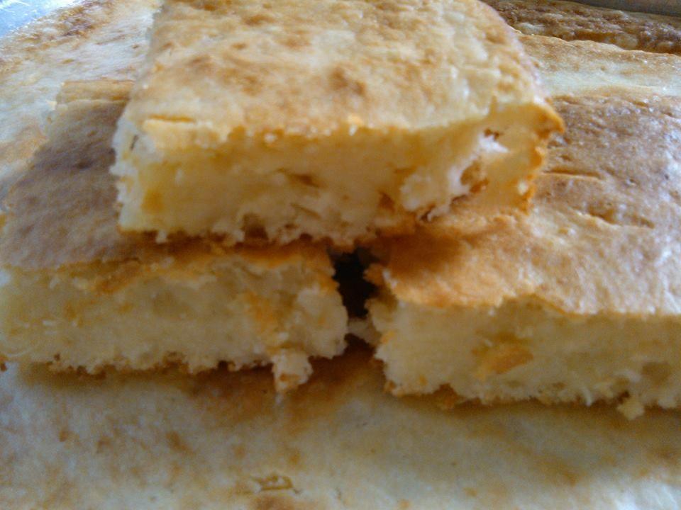 Bolo de mandioca cozida com queijo