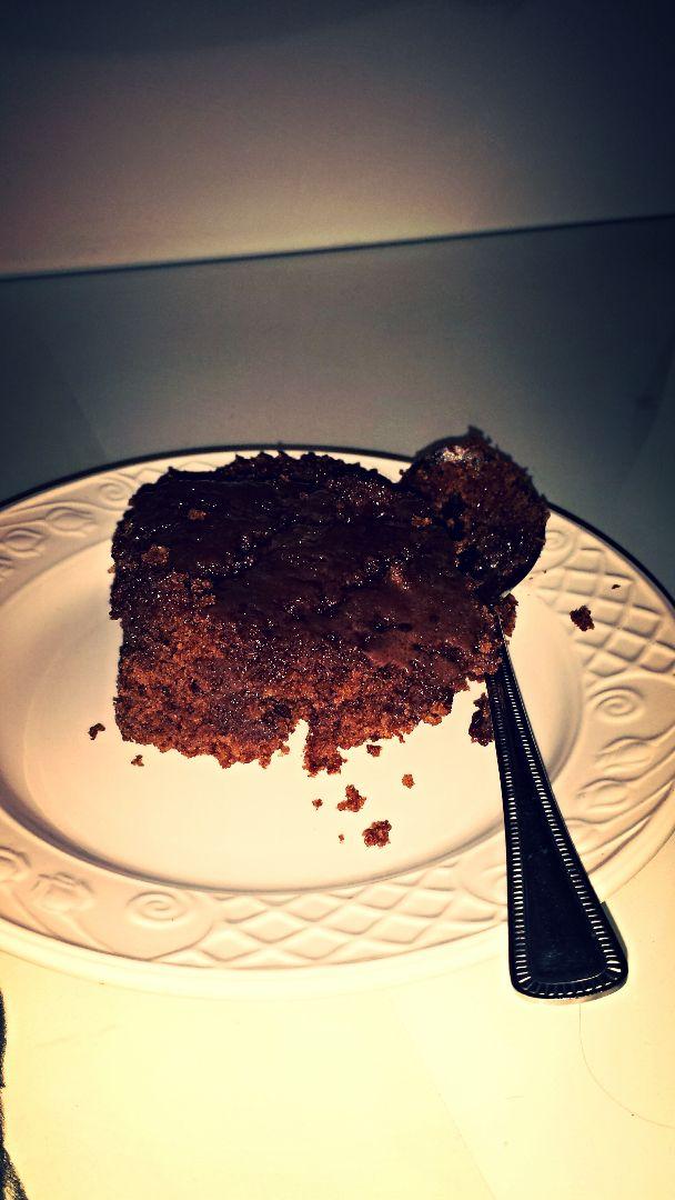 Bolo integral de chocolate com açúcar mascavo e aveia