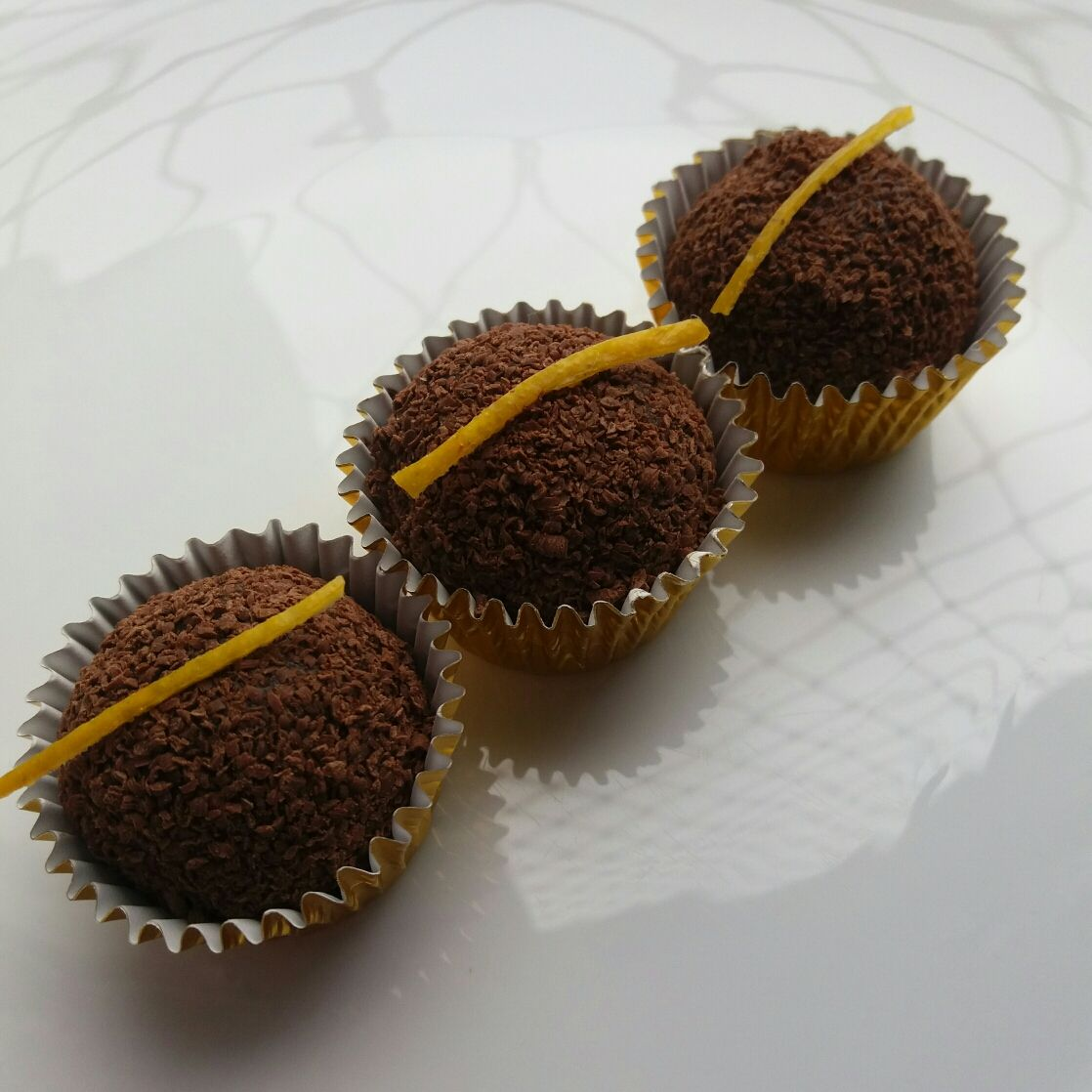 Brigadeiro gourmet de chocolate com laranja