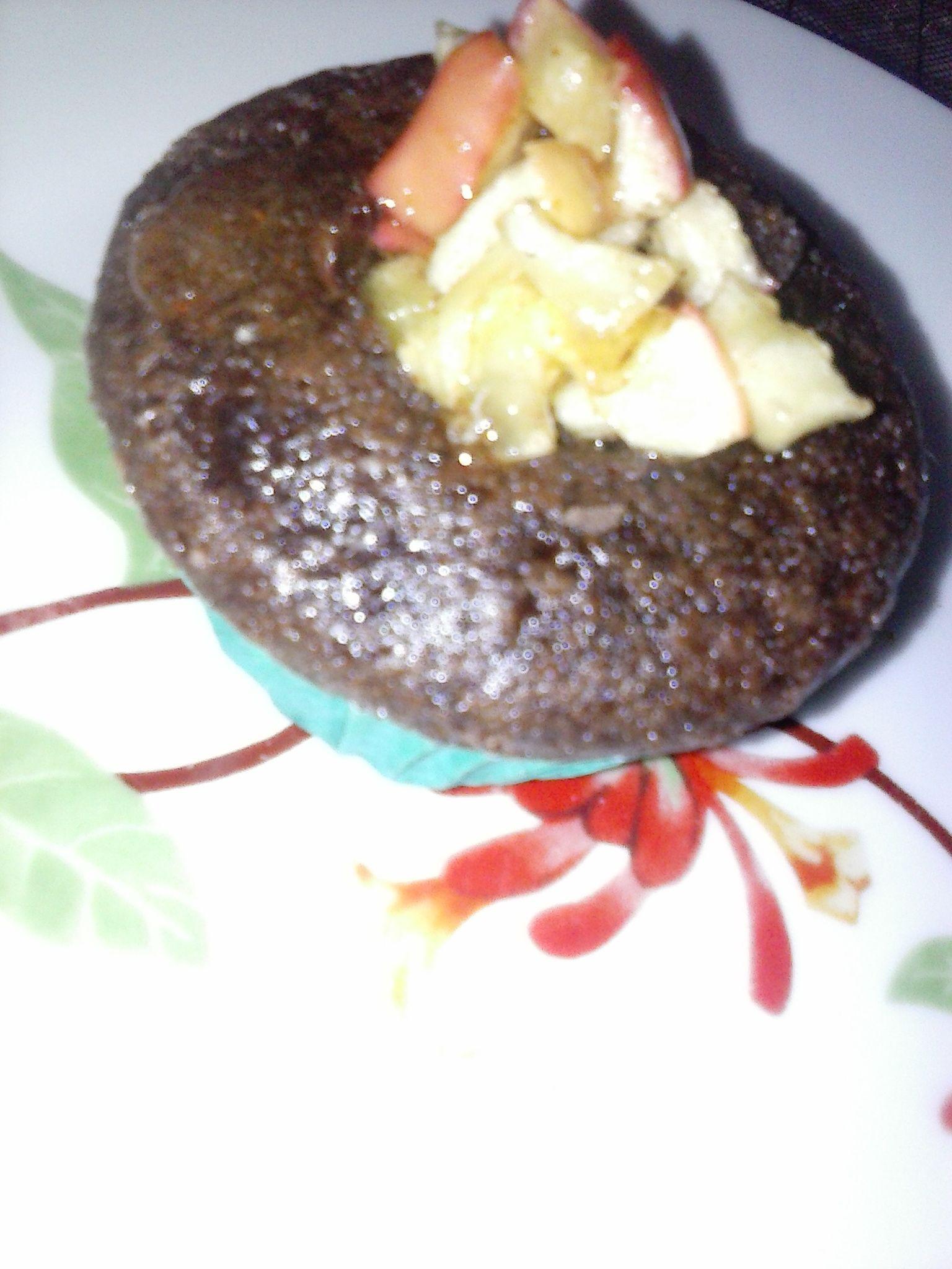 Cupcake de cacau com maçã