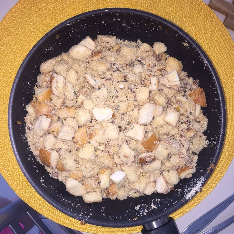 Farofa de pão crocante da Simone