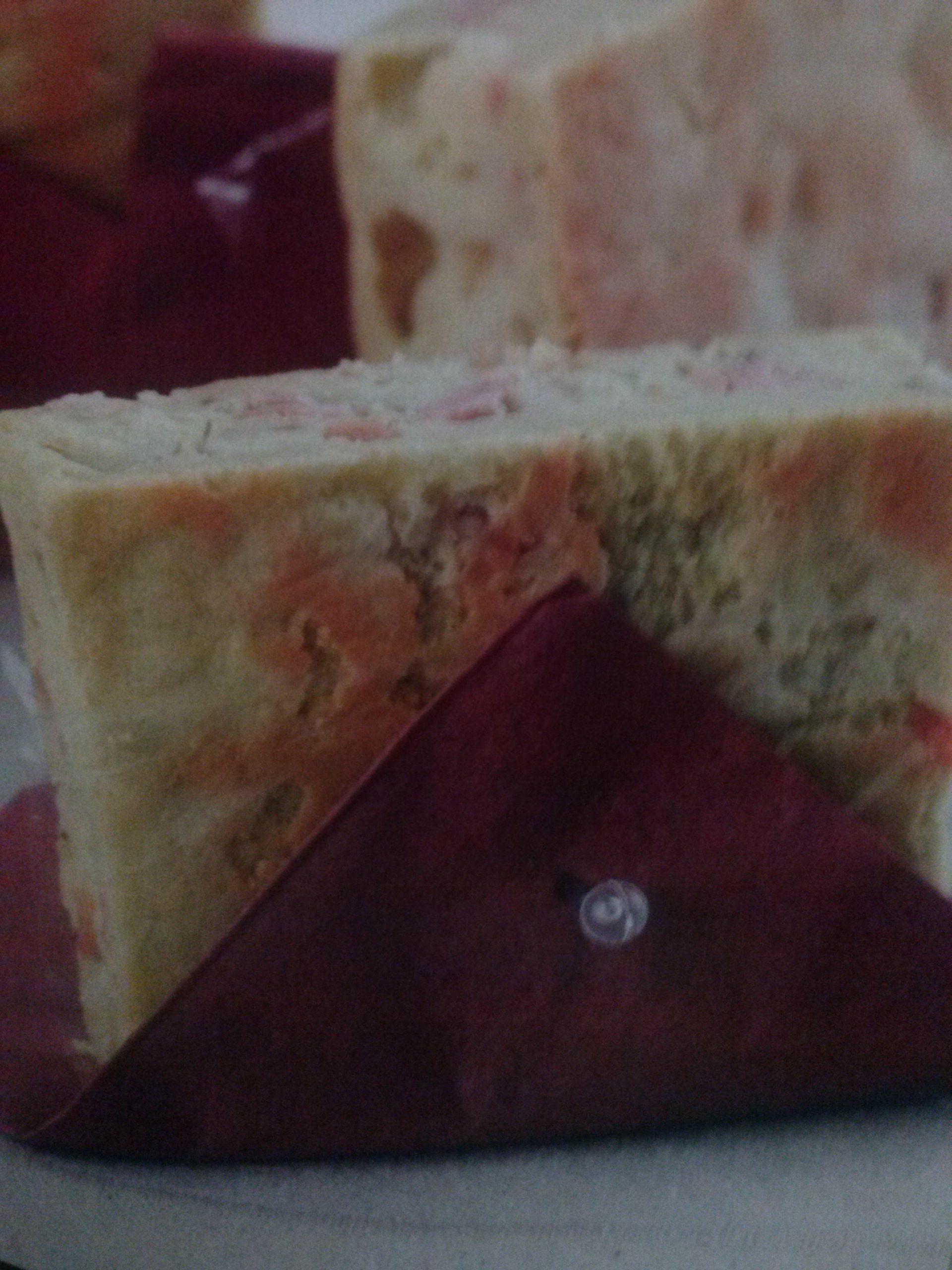 Lanche prático com mortadela e queijo