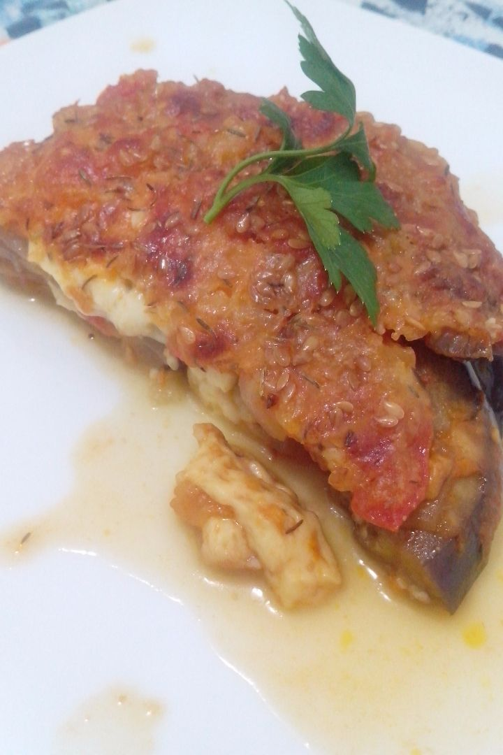 Lasanha de berinjela, tomate e três queijos (vegetariana)