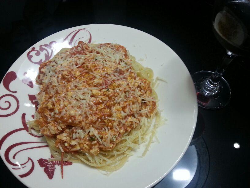 Linguine prático ao molho de tomate e ricota