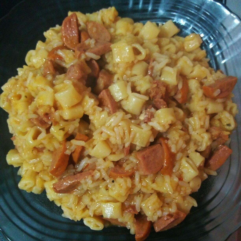 Macarrão com arroz na panela de pressão (marroz)