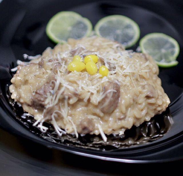 Risoto de filé com queijo parmesão e gorgonzola ao molho mostarda