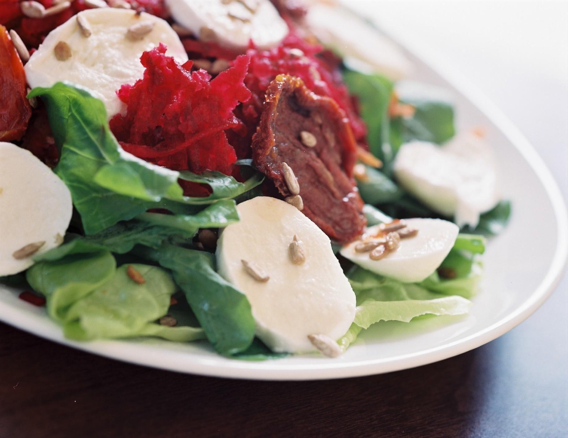 Salada com sementes de girassol