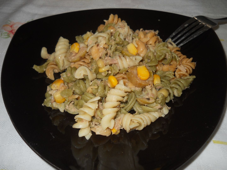 Salada fácil de macarrão e atum