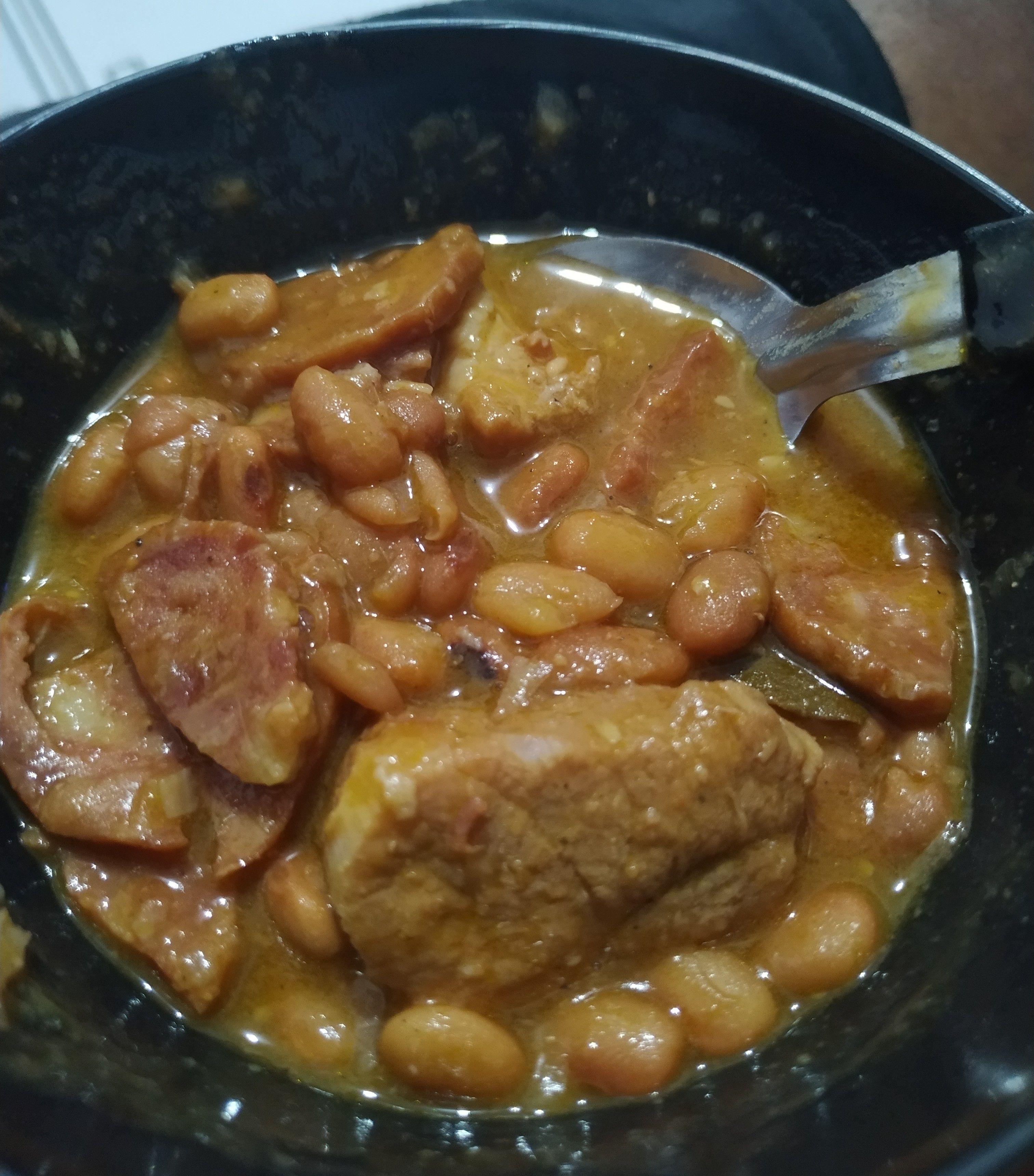Feijão com carne suína