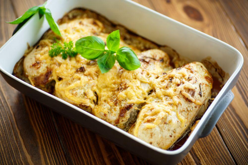 Peito de frango com molho branco e alecrim